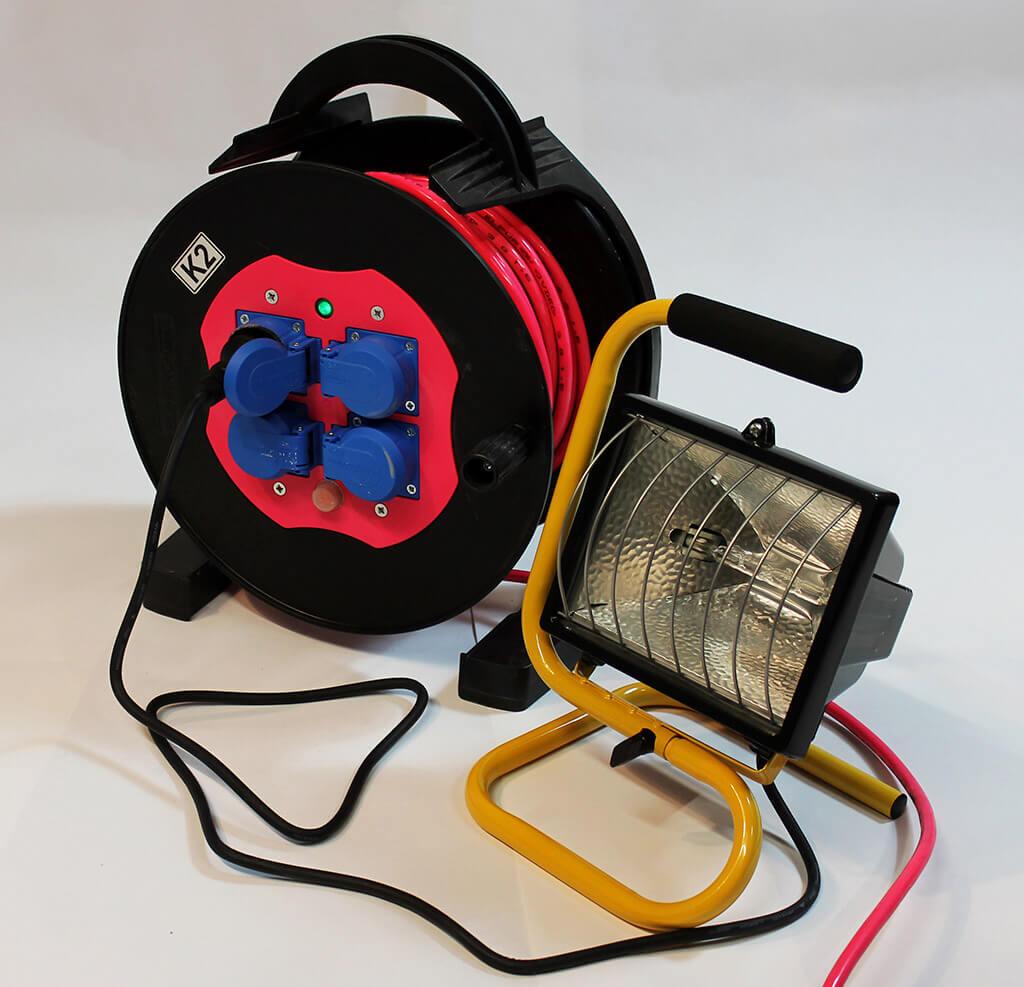 Kabeltrommel und Licht-Strahler
