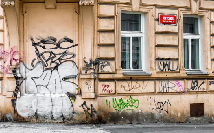 Tipps zum Entfernen von Graffiti & Sprayer-Prophylaxe