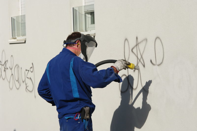 Graffitientfernung – Maßnahmen im Vergleich